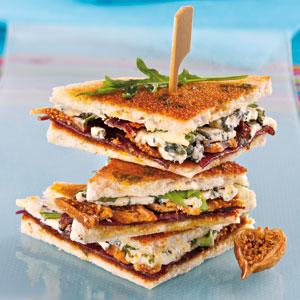 Club sandwich au Bleu d'Auvergne et à la viande de boeuf séchée