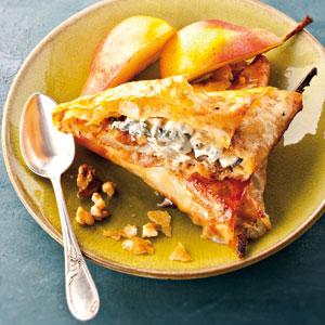 Pastilla au Bleu d'Auvergne, poires, noix et miel