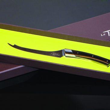 Un couteau pour «aplater» la Fourme d'Ambert
