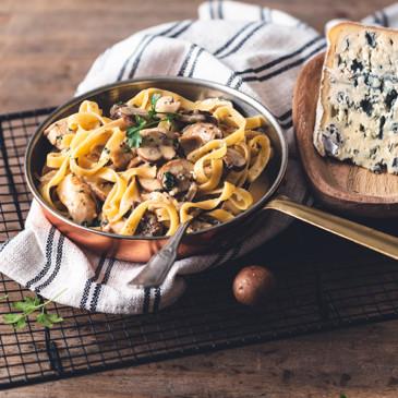 Tagliatelles au poulet et sauce crémeuse au Bleu d'Auvergne